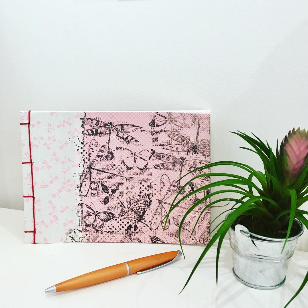 Bluevert Soul- Carnet artisanal- reliure japonaise-blanc et rose-motif libelulle-pages blanches-010