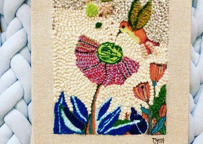 Tatiana Ynés Martin-TYM-Bluevert Soul- Peinture-Technique mixte- Punch needle-Promeades-Promenade à Montsouris-colibri et fleur-blue vert rose etr-format 5F-37x25cm