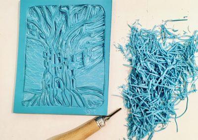 ILLUSTRATION-TYM-BLUEVERT SOUL-MIXED MEDIA ART-LIVING IN A TREE-PLANCHE LINOGRAVURE-15X10 CM
