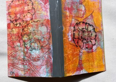 PAPETERIE-TYM-BLUEVERTSOUL-MIXED MEDIA ART-CARNET-COUVERTURE MONOTYPE-MOTIF FLORAL ROUGE ET ORANGE-PAGES LIGNÉES-FORMAT A6