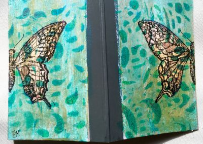 PAPETERIE-TYM-BLUEVERTSOUL-MIXED MEDIA ART-CARNET-COUVERTURE MONOTYPE-MOTIF PAPILLON-PAGES LIGNÉES-FORMAT A6