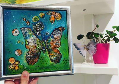 PEINTURE-TYM-BLUEVERT SOUL-MIXED MEDIA ART-blue papillon-20X20 CM -MIXTE SUR carton entoile